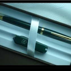 Cross Solo Green With 23K Pen And Victorinox Emerald Green Knife Combo