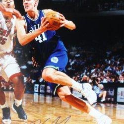 Mavericks Dirk Nowitzki Signed Authentic 16X20 Photo Autographed Certificate Of Authenticity Psa/Dna #U70603