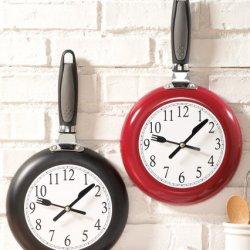 Frying Pan Hanging Kitchen Wall Clock Clock Black 7 1/2'