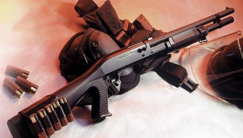 東京マルイ 【 M3 スーパー90 ショットガン 】(18歳以上エアーショットガン) 全米のSWAT隊員達から最高の評価  付属物: ガンキーホルダー + 0.2g BB弾 (1600発入)
