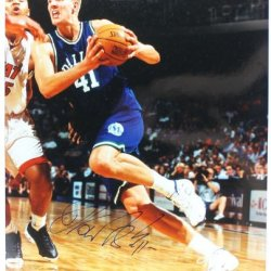 Mavericks Dirk Nowitzki Signed Authentic 16X20 Photo Rookie Auto Certificate Of Authenticity Psa/Dna #Q48326