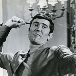 George Lazenby Throws Knife On Her Majestys Secret Service Original Photo