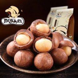A Luckycat 200G Uncle Falling Macadamia Nuts Creamy Flavor