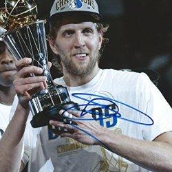 Autographed Dirk Nowitzki Dallas Mavericks Basketball 8X10 Photo
