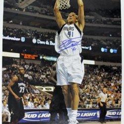 Mavericks Dirk Nowitzki Signed Authentic 16X20 Photo Autograph Psa/Dna #Q11461