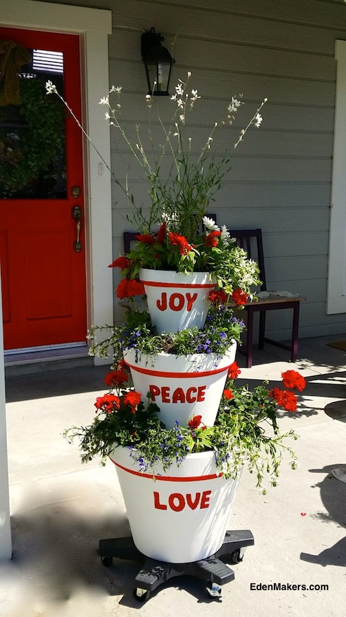 STACKED-THREE-TIERED-CONTAINER-GARDEN-CHRISTMAS-DESIGN-JOY-PEACE-LOVE-SHIRLEY-BOVSHOW-GARDEN-EXPERT-DESIGNER-EDENMAKERS