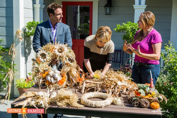 Designer-Shirley-Bovshow-Mark-Steines-Cristina-Ferrare-Make-Autumn-Wreath-from-Corn-Plant-Home-and-Family-show-Hallmark-Edenmakers
