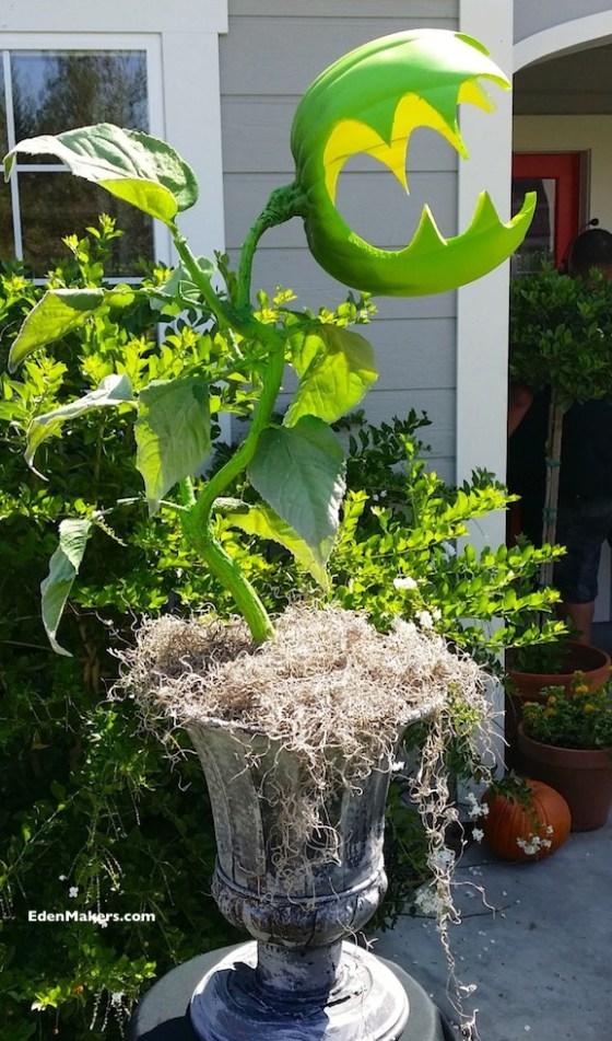 planta-devoradora-de-hombres-proyecto-artistico-para-halloween-de-shirley-bovshow-diseñadora-de-jardines-primer-plano-edenmakers-blog
