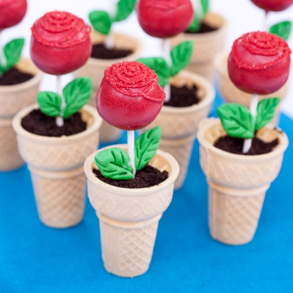Rose Cake Pops in Ice Cream Cone Cupcakes   Edible Crafts