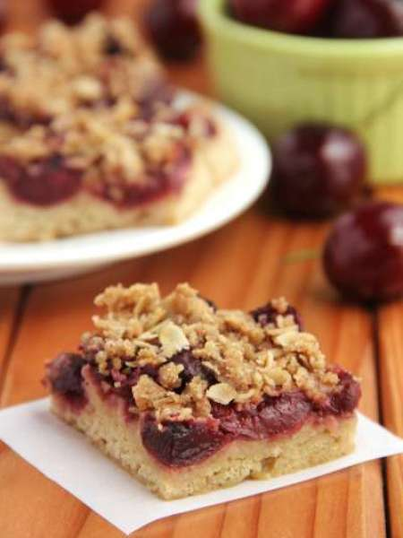 cherry-crumble-bars