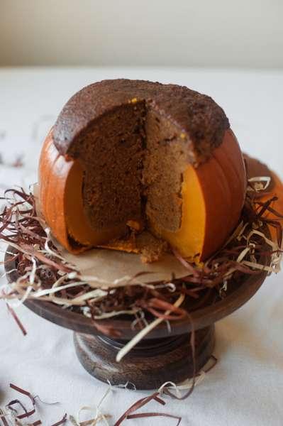 bake-a-cake-inside-pumpkin