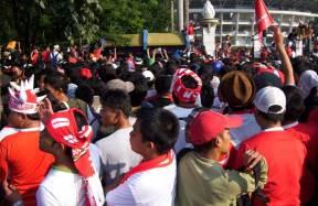 Antusiasme Calon Penonton Timnas di Piala AFF 2010 (pic by eftianto.wordpress.com)