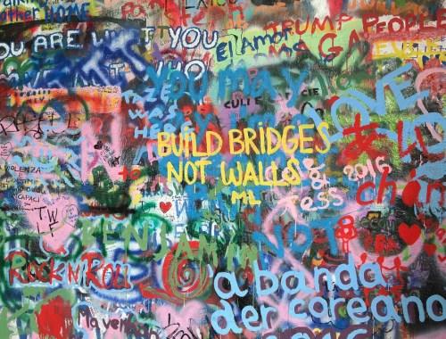 john-lennon-wall-prague-praha-prag-streetart-build-bridges-not-walls