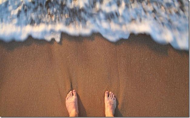 fotos-que-no-haciamos-sin-smartphones-pies-playa-800x498