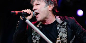 Cáncer del vocalista de Iron Maiden fue causado por sexo oral