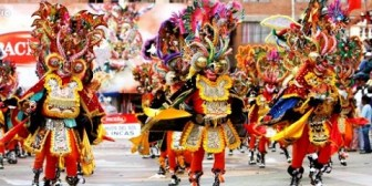 """La tradicional """"Auténtica diablada"""" abre fastuoso carnaval de Oruro"""