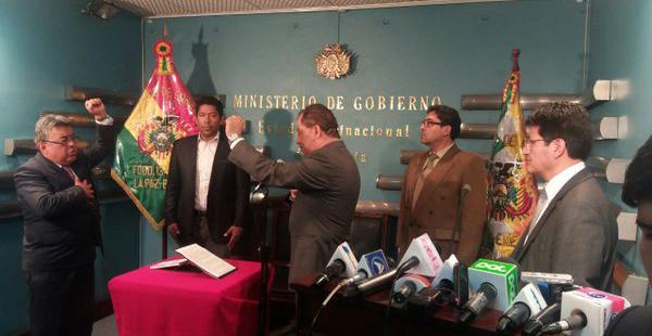 La autoridad fue posesionada por el ministro de Gobierno, Carlos Romero, tras la dimisión de la ahora exautoridad.