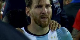 Agüero insinúa que varios seguirán a Messi, quien renunció a su selección
