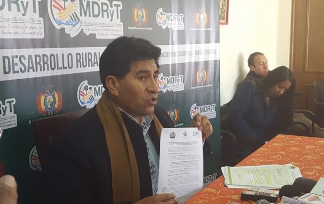 Cocarico admite despidos en el ministerio pero acusa a agrónomo de pretender tierras fiscales