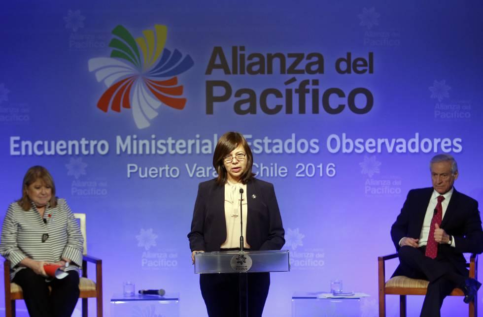 La canciller argentina, Susana Malcorra (izq); la peruana Ana M. Sánchez de Ríos y el chileno Heraldo Muñoz.