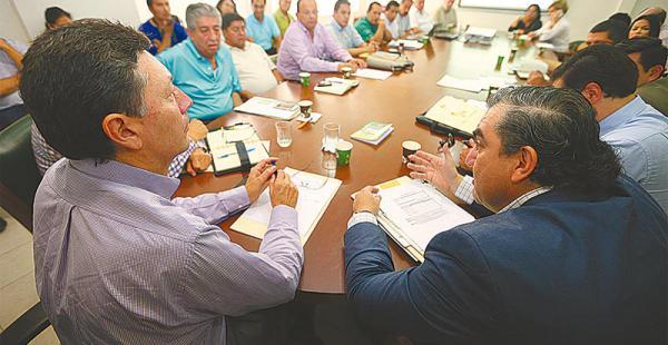 encuentro en el comité el ente cívico propició la reunión entre autoridades y el sector salud  La cita contó con la presencia del ministro de Autonomías, Hugo Siles. Habrán mesas de trabajo