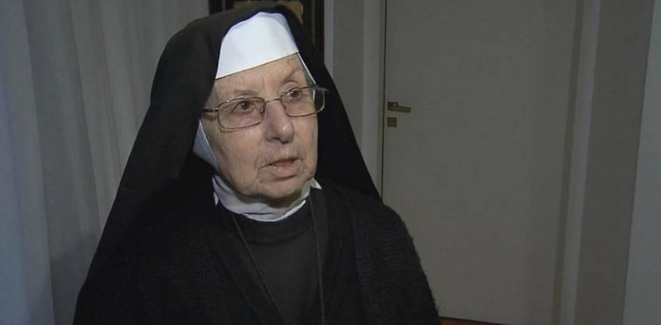 Nuevo video muestra a José López con bolsos llenos de dinero y las monjas lo ayudan a entrarlos al convento.