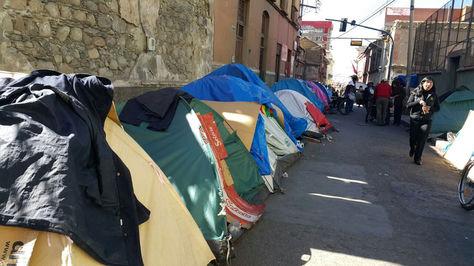 La vigilia aún permanece en inmediaciones de la calle Indaburo