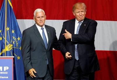 Donald Trump y el gobernador de Indiana, Mike Pence, quien suena fuerte como el posible compañero de fórmula del republicano. / Reuters