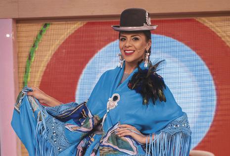 Sandra Alcázar. Será parte del Bailando por un sueño y es presentadora de entretenimientos en El Mañanero en la Red Uno. Una vez le tocó pasar lejos de su tierra el 16 de julio, y extrañó mucho. Adora las marraquetas.