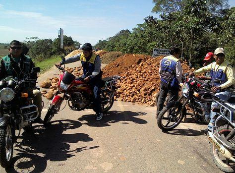 Un bloqueo de transporte pesado en el sector del puente Ichilo - Bulo Bulo. Foto: Melisa Navia
