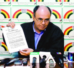 Ministro ratifica su confianza en Durán y niega una acción penal