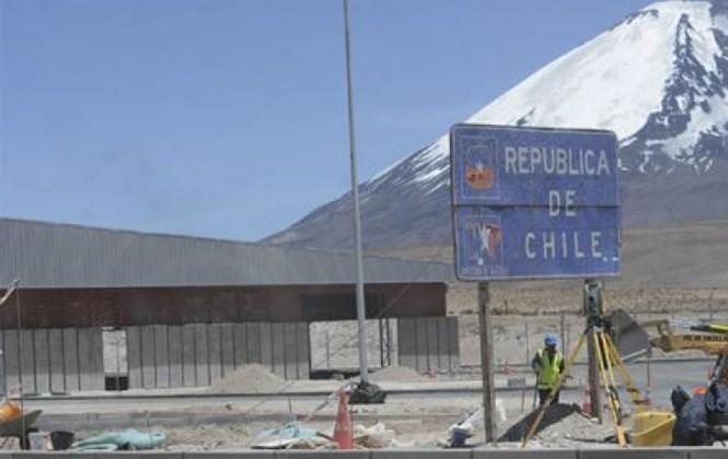 Evo asegura que no suspenderá ingreso sin visas a autoridades chilenas