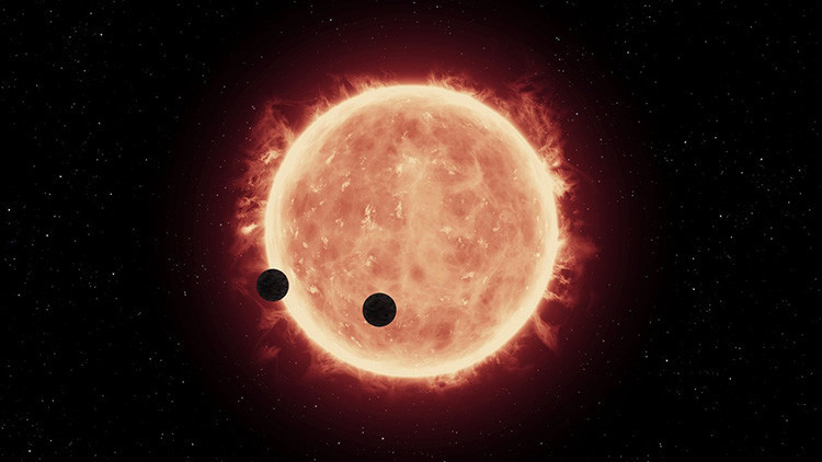 https://en.wikipedia.org/wiki/TRAPPIST-1#/media/File:Artist%27s_view_of_planets_transiting_red_dwarf_star_in_TRAPPIST-1_system.jpg