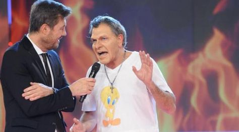 El presentador Marcelo Tinelli y el imitador del presidente argentino Mauricio Macri. Foto: www.clarin.com