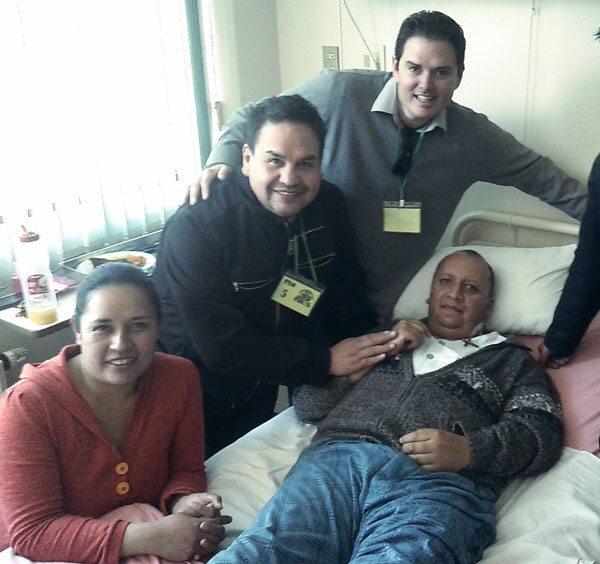 El periodista de Unitel, Cristhian Sailer, junto a su familia y amigos.