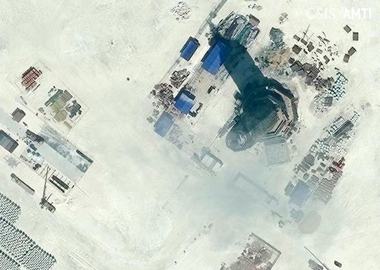 La imagen por satélite de la construcción de una torre de 30 metros de altura en el arrecife Subi, en las islas Spratly