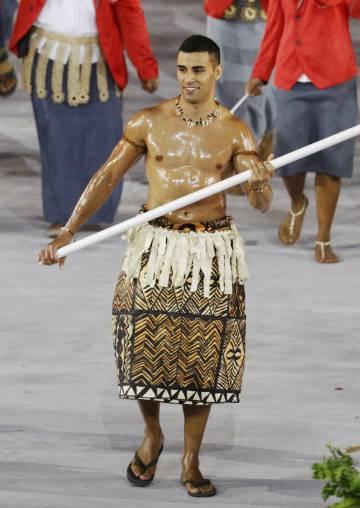 Pita Nikolas Taufatofua, abanderado de Tonga.