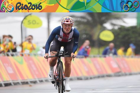 Kristin Armstrong pedalea para llegar a la meta. Foto: AFP