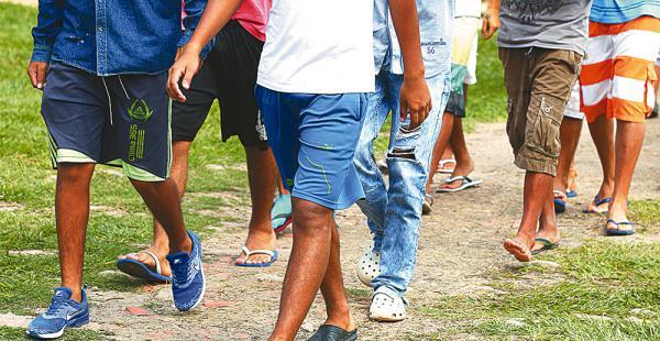 Las actividades de los adolescentes se inician a las 6:00 y concluyen pasadas las 20:00. Todos hacen las rutinas habituales