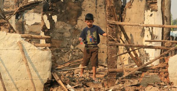 El ministro de Defensa visitó Palometa, la localidad más afectada por el fuego