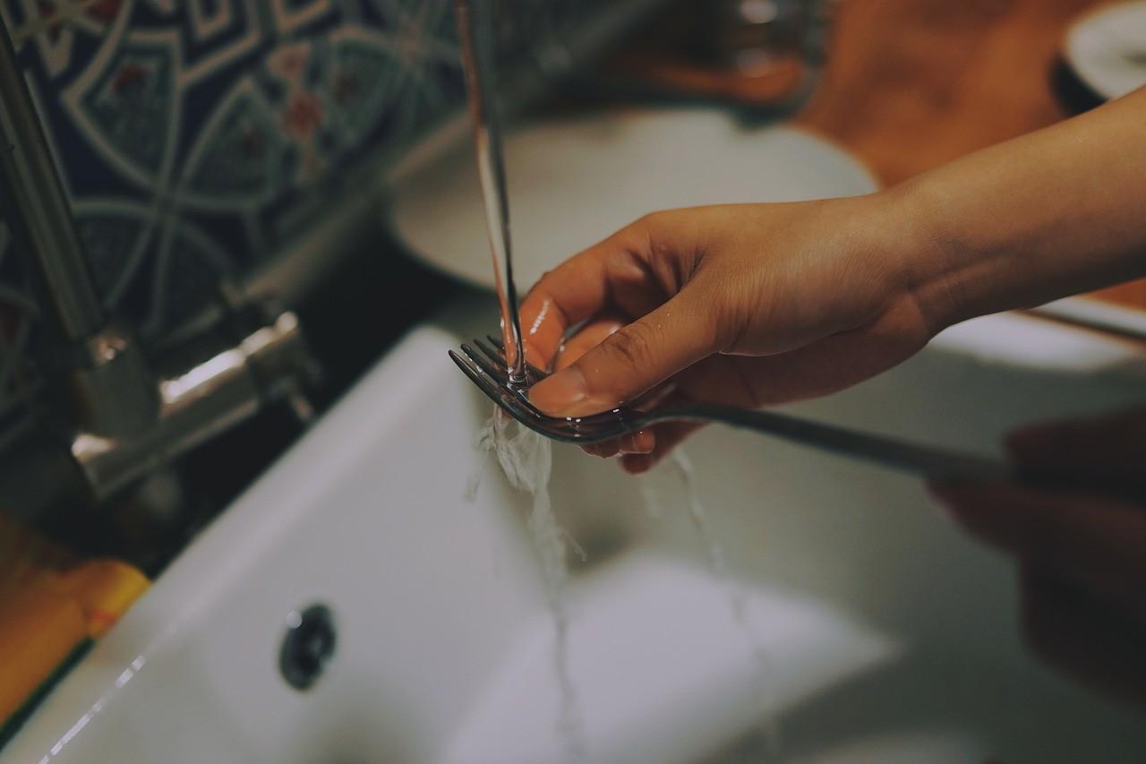...los platos apenas se lavan correctamente... (kheelz)