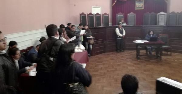 La audiencia cautelar en contra de seis mineros cooperativistas se inició pese a las negativas de la parte defensora