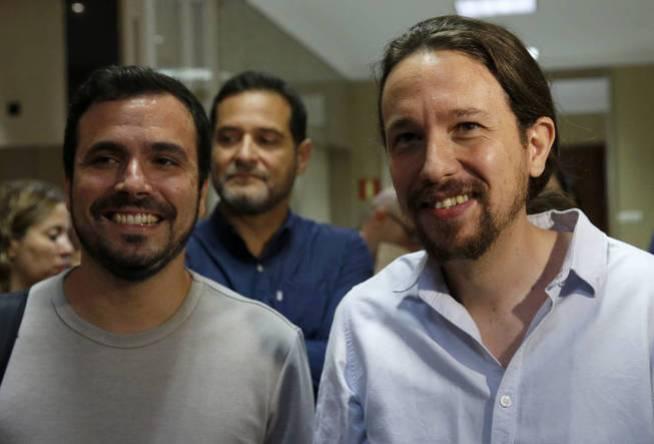 Alberto Garzón y Pablo Iglesias, en el Congreso de los Diputados. (EFE)