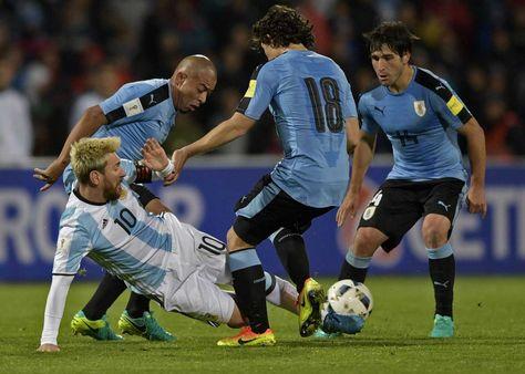 Messi durante el partido contra Uruguay. Foto: AFP