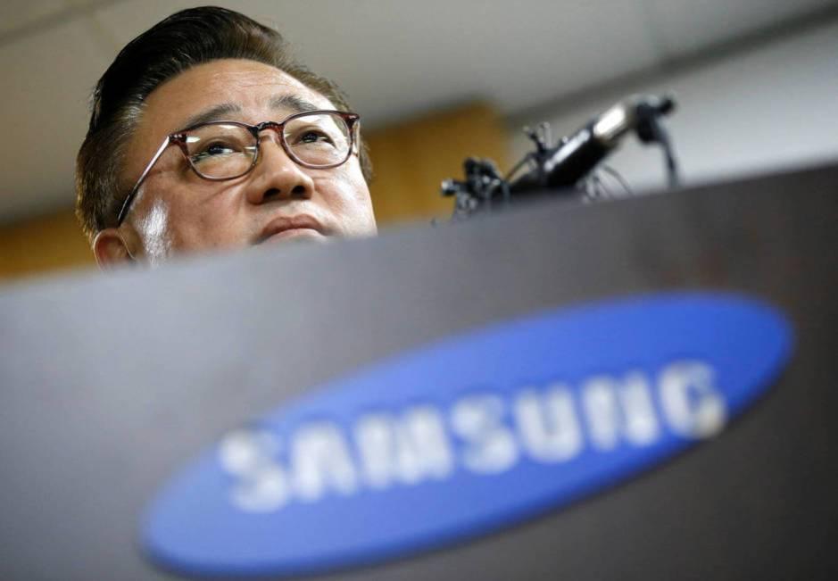 Koh Dong-jin, presidente de Samsung Electronics' Mobile, en el anuncio ayer de la decisión de Samsung de detener las ventas mundiales del Galaxy Note 7. (Foto: Reuters)