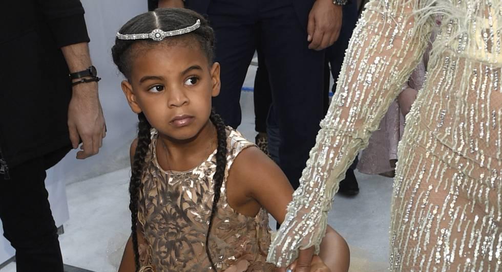 Blue Ivy, la hija de Beyoncé, en la gala de los premios MTV luciendo un vestido de 10.000 euros.