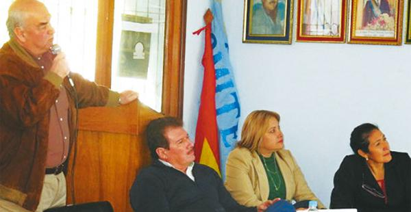 A invitación del Comité Cívico de Camiri a la presidenta de la Asamblea Legislativa Departamental (ALD), una delegación de la ALD se constituyó en esta ciudad para explicar sobre los estatutos autonómicos y el pacto fiscal.