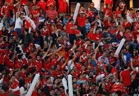 La barra chilena en el estadio Monumental de Santiago. Foto: www.24horas.cl