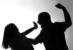 La agredió su esposo y huyó de su pueblo para que no la maten