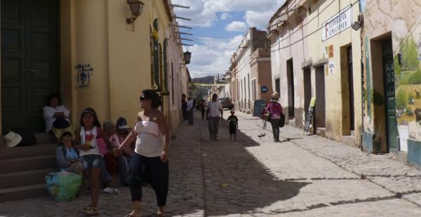 El poblado argentino de Humahuaca a donde llegan miles de turistas extranjeros